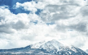 Snowy Mountain with Blue Sky Wallpaper